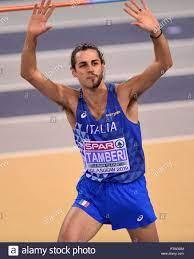 Italia di Gianmarco Tamberi che ha radere metà della sua barba off reagisce  alla folla dopo un salto nel salto in alto la concorrenza durante la  seconda giornata di Europei Indoor di