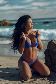 Wired Right: On the beach with Alyssa Lavonne ...