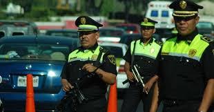 Policía de la CDMX asalta a jóvenes y las cámaras lo captan todo - TKM  México