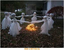 diy-scary-halloween-decorations-outside-13