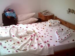 Ali Baba Hotel: Beautifully Made Bed Xxx