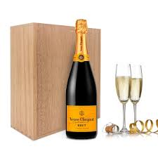 send veuve clic chagne gift set
