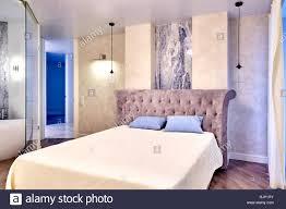 Großes Bequemes Doppelbett Im Eleganten Luxus Schlafzimmer