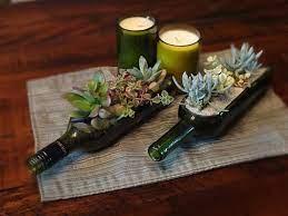 Para compor a decoração do tema vinho os tons vinho e marsala, para além de tons que estejam nesse universo dos vinhos (como bege ou rosa claro ou verde musgo, por exemplo), são indispensáveis e irão ornar de forma. 6 Ideias De Decoracao Com Garrafas De Vinho Vila Vinifera