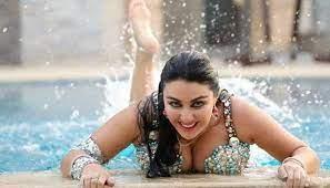 الراقصة صافيناز تنشر محادثات شخصية لغزل لاعب مصري بها