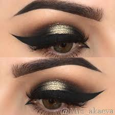 black y eye with a pop of glitter