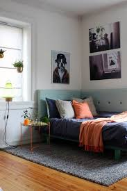 Key small-space strategy: Install a wraparound corner headboard for hybrid  daybed/real