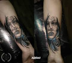 фото татуировки девушка и синяя роза в стиле сюрреализм татуировки