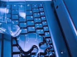 Image result for dùng laptop khi đang tắm