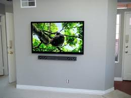 65ampquot samsung led tv with samsung soundbar mounted on wall 65 samsung led tv with samsung