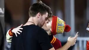 Miley Cyrus Can't Spell Her Boyfriend's Last Name - Independent.ie