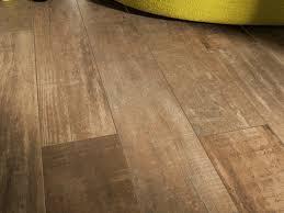 tile vs wood flooring