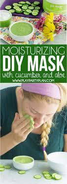 simple diy face mask using cuber yogurt and honey