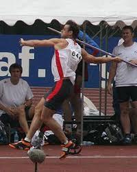 Лёгкая атлетика Википедия Попытку в метании копья выполняет Стефан Стединг Чемпионат мира по лёгкой атлетике в Осаке 2007 г