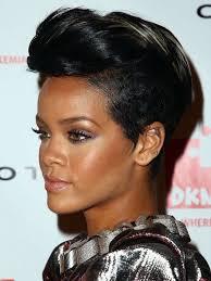 Rihanna Foto Capelli Corti