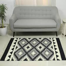 black and white wool flat weave dhurrie rug from india 4x6 diamond contrast