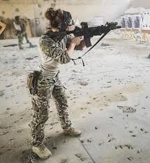 Resultado de imagen para chica militar en tinder