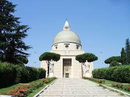 Roma EUR Chiesa Santi Pietro e Paolo