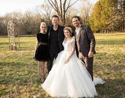 Blake shelton wedding ...