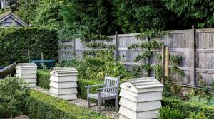 garden fence ideas define the edges of