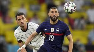 Football (or soccer) is the most popular sport in germany. Fussball Em Deutschland Verliert 0 1 Gegen Frankreich Zeit Online