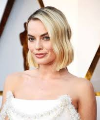 Red Carpet Hairstyles 92 Amazing Margot Robbie Shows Off New Lob Haircut At The Oscars