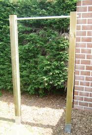 picture of garden pull up chin up bar