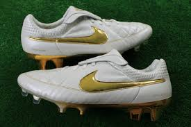 have you ever had kangaroo leather on your feet before if you happen to wear the nike air legend ii you can say that you have no other soccer cleats out