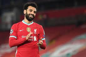 """نادي ليفربول سيعرض على """"محمد صلاح"""" عقداً بـ 50 مليون إسترليني سنوياً..  والسبب ميسي"""