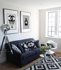 23 Modern Living Rooms Adorned With Black And White Area Rugs Black Living Room Rugs
