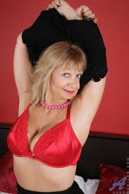 Famous Mature Women MilfBlog.org Page 4