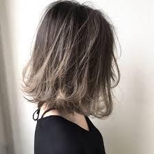 2018年こなれヘアハイライトアッシュで髪の毛からイマドキに Arine