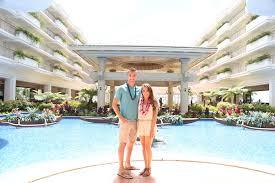 tmp SCwst9 f2d58dc8f1c9788e Tinder Couple in Hawaii Lucky Mermaid Fountain Photo Credit Grand Wailea.jpg