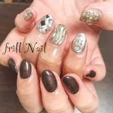 お客様nail 今流行りの左右デザイン違いネイルです 濃いブラウンと