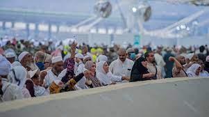حجاج بيت الله يواصلون رمي الجمرات في ثاني أيام التشريق - الرسالة نت