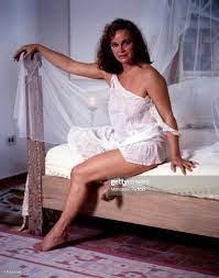 Portrait of Italian actress Laura Antonelli sitting on the bed... Foto di  attualità - Getty Images
