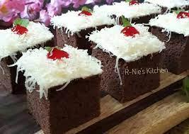 Kue bolu coklat mudah buatnya | chocolate cotton sponge cake bahan bahan = ingredients: Resep Sponge Cake Coklat Potong Oleh Erni Puspaningrum Cookpad