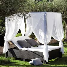 Romantic Outdoor Canopy Bed Ideas