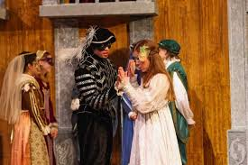 the importance of act scene of romeo and juliet papers in act 1 scene 5 romeo and juliet see each other for the first time