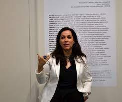 Unesc recebe exposição 'A verdadeira matéria das coisas', de Helene Sacco