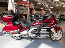 The touring model gets a larger trunk (11 liters more). 2021 Honda Gold Wing Tour Automatic Dct Generation 3 Powersports