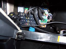 blue relay socket, below fuse box, mk3 electrical (mk3 mondeo ford mondeo radio fuse location at Ford Mondeo Fuse Box