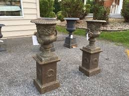garden urns where to use them