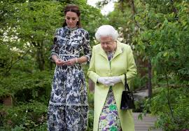 catherine ss of cambridge shows queen elizabeth ii around the back to nature garden she designed for the 2019 chelsea flower show in london