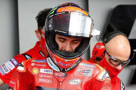 Bagnaia eguaglia il record di Valentino Rossi. Il Dottore: