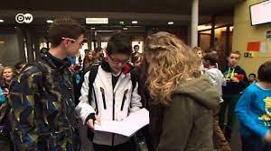 سوق أسهم افتراضية.. تلاميذ يجربون حظهم في سوق الأسهم   صنع في ألمانيا -  YouTube