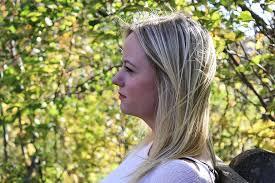mulher, pensando, perfil, perfil lateral, instigante, mulher de pensamento,  menina, fêmea, jovem, face, retrato | Pikist