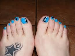 abstract toe nail art | Sooper Mag