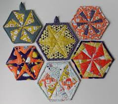 6 Small Quilted Gifts to Make for Anyone on Your List & Hexie Pot Holder and Coasters via Craftsy Member Double Nickel Quilts Adamdwight.com