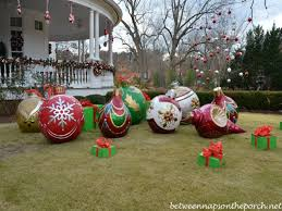 Making Large Outdoor Christmas Ornaments